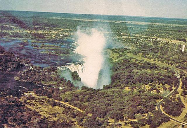 Victoria_Falls_mist