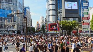 location crowds in japan-251545_640